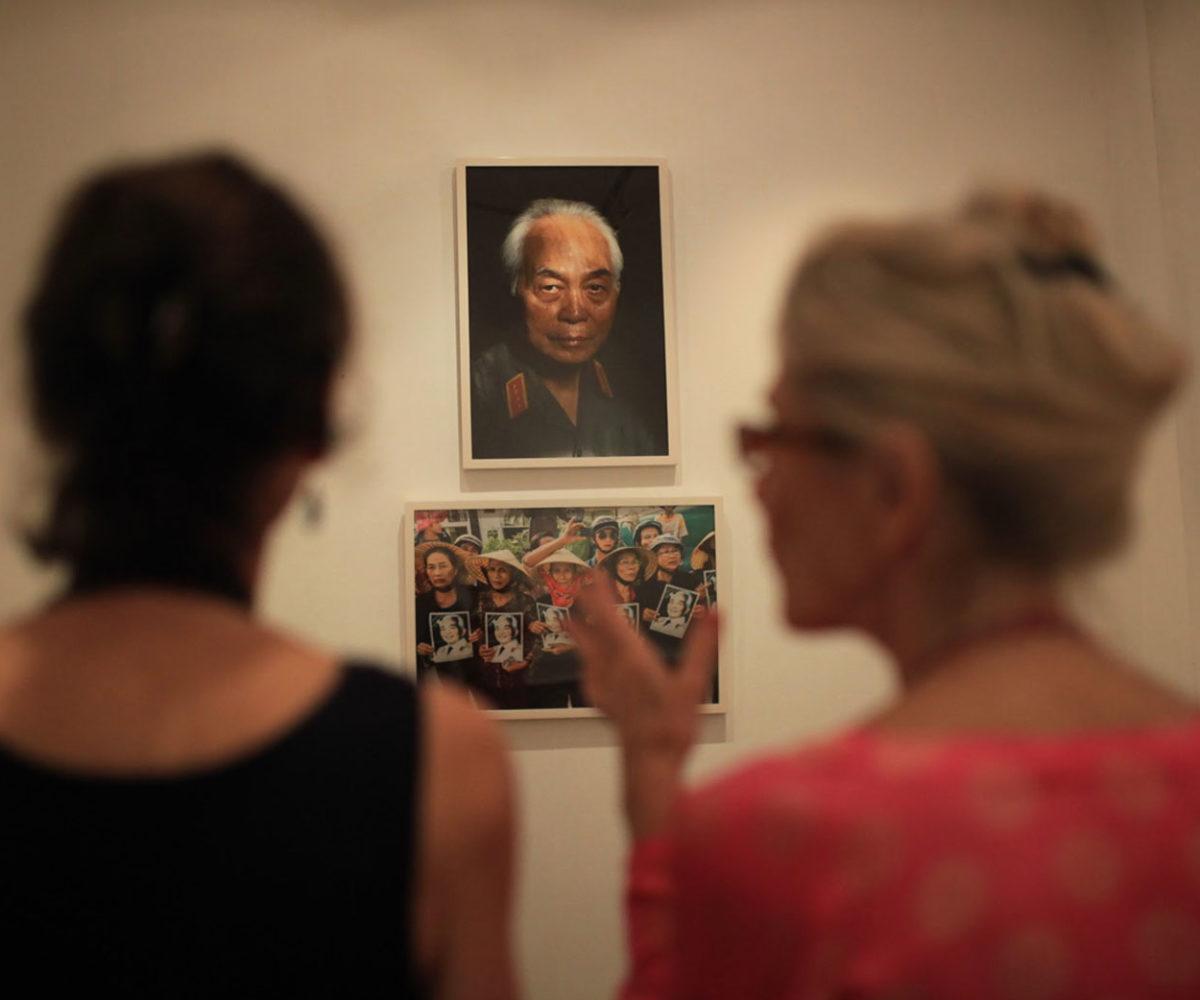 chup anh bao chi vietnam 25 years documenting a changing country 1200x1000 - Ảnh sự kiện & Báo chí